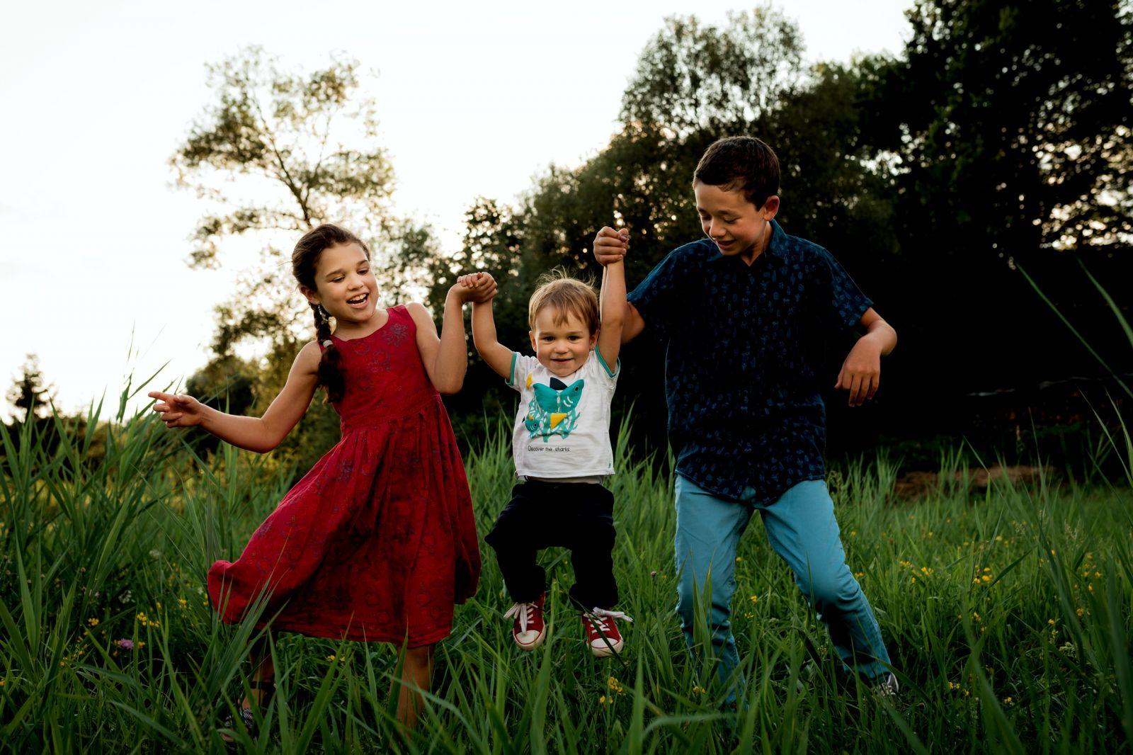séance photos en famille enfant été champs haguenau