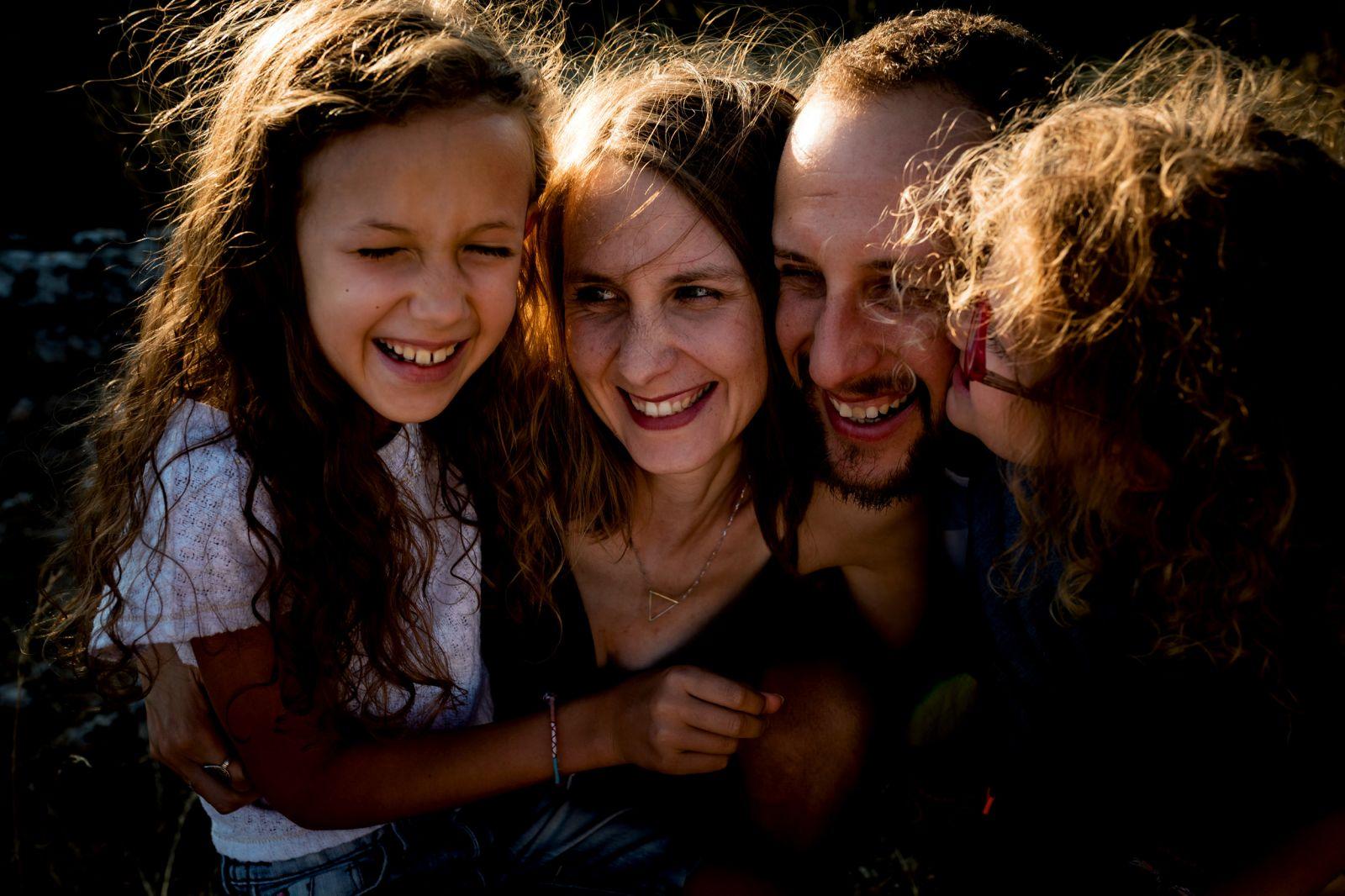 séance photos en famille enfant été montagne ardèche