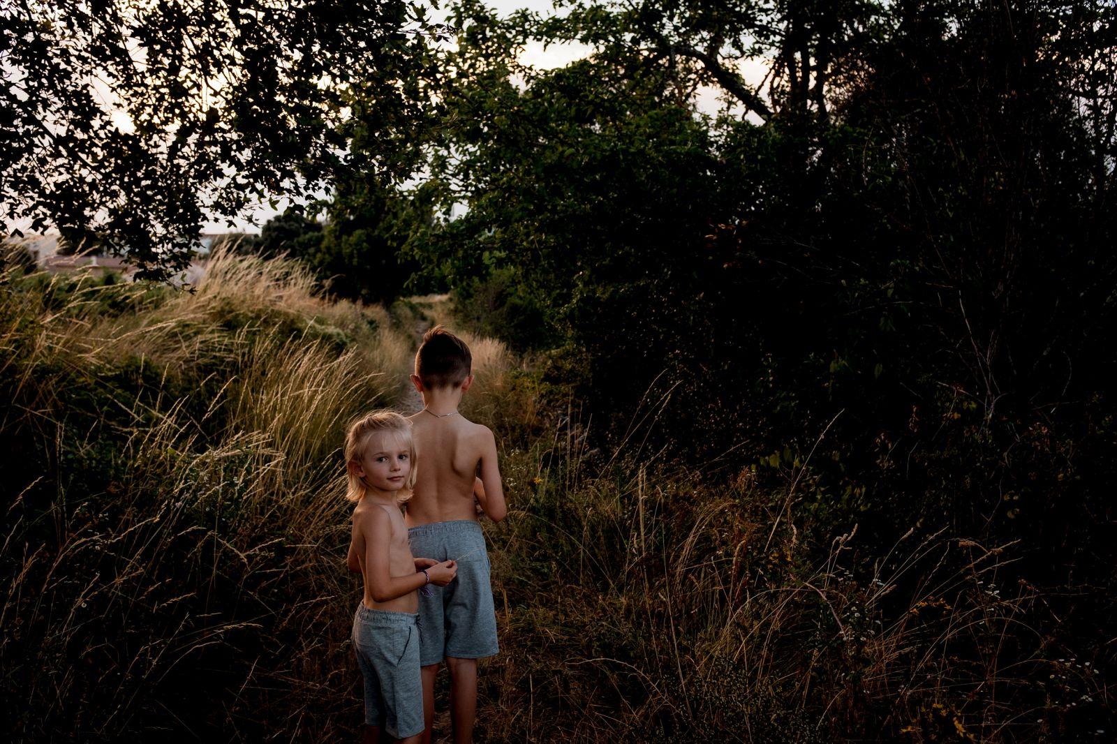 séance photos en famille enfant été vacances montagne ardèche